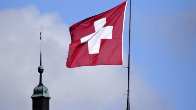 wehende Schweizerfahne
