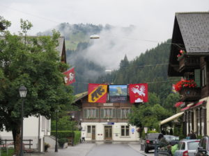 Fahnen von Bern und Saanen
